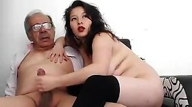 Leoncee enjoy it of summer when a horny young pussy