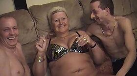 Amateur mature Masturbates her Clitoris