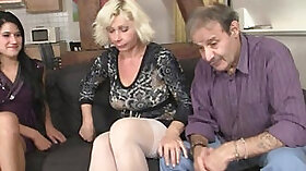 Bootyful mature Cindy Carly plays with herself
